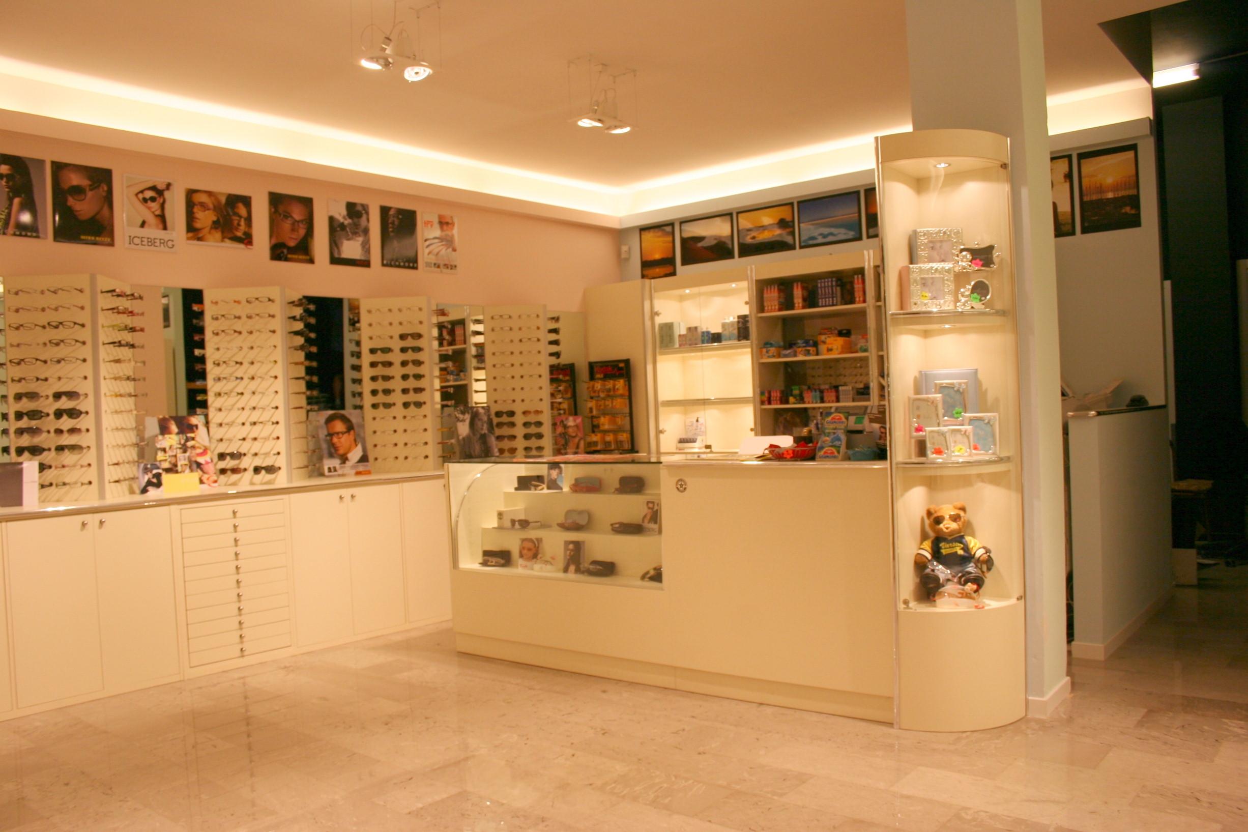Espositori per occhiali compra in fabbrica a prezzi bassi for Belli arredamenti